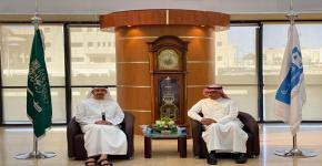 الشيخ عبدالله بن زايد في زيارة لمكتبة الملك سلمان المركزية