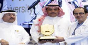 نيابة عن وزير التعليم العالي مدير الجامعة يكرم الفائزين بجائزة الجامعة للتميز العلمي