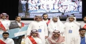 معالي مدير الجامعة يكريم الفائزين في اللقاء العلمي الرابع