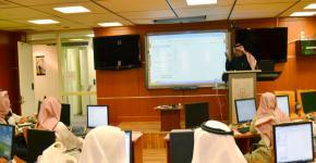 """مدربو """"كرسي القرآن """" يتدربون على تطبيقات التعليم الالكتروني"""