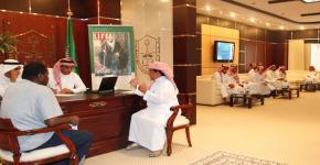 الدكتور العمر يلتقي الطلاب المتقدمين للقبول للعام الدراسي 1433/1434هـ