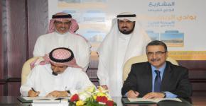 رئيس جامعة واترلو ومعالي مدير جامعة الملك سعود يوقعان مذكرة تفاهم بين الجامعتين