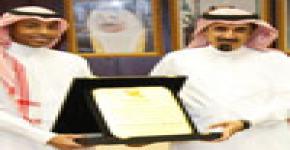 أعضاء اللجنة المنظمة للحملة التوعوية لكراسي البحث يقدمون تقريرهم لمدير جامعة الملك سعود