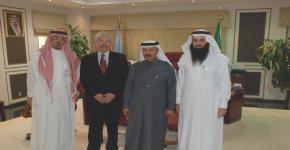 المركز الجامعي لأبحاث السمنة بكلية الطب جامعة الملك سعود يستضيف البروفيسور العالمي  جيمس هيل