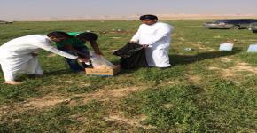 طلاب كلية المجتمع يقفون على نظافة روضة وادي البطين