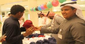 طلاب كلية المجتمع يشاركون في تنظيم يوم  الطفل اليتيم العربي.